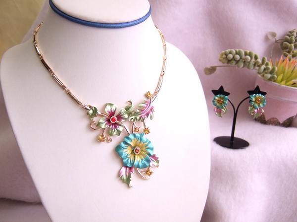 ネックレスピアスセットリアルな花びら スワロ美しいものには毒があるデコラティブブルー