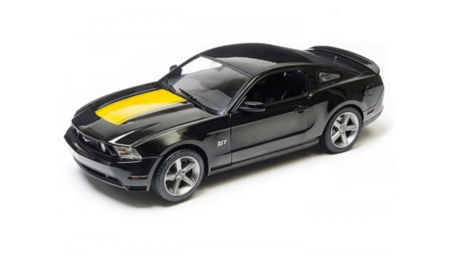 Greenlight 2010 Ford Mustang GT 1 18 Black w Hood Stripe Package おもちゃ 模型 ラジコン フィギュア