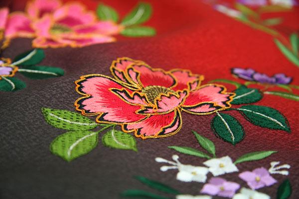 振袖 成人式 着物 正絹 中振袖 卒業式 シルク 絹 フォーマル 結婚式 礼装 未仕立て正絹中振袖 赤地濃グレーぼかしに吉祥華刺繍