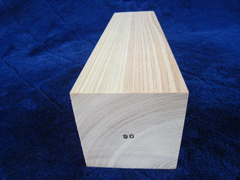 DIY木材 日曜大工に 時間指定不可 自然乾燥材で 定盤付電動プレーナーで 仕上げています 表示寸法より 0.3ミリ~0.5ミリ程度大きく仕上げています ひのき角材 激安通販販売 ヒノキ 桧 木彫用 90 ミリ ミリ×90 檜 ミリ×215 彫刻用 節なし材 木像用
