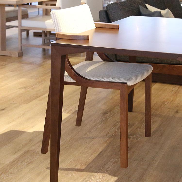 レプス ダイニングチェア ウォールナット セミアーム ちょい肘 木製 無垢材【国産家具】【送料無料】【受注生産】【代引不可】※張地により価格が変わります。※ご注文後 当店より正しい金額メールします。