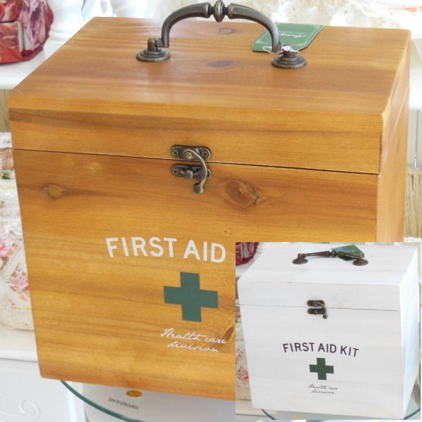 送料無料 大きめ2段式 アンティークウッドの救急箱 サービス BR WH ファーストエイドボックス ついに入荷