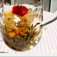 真っ白なジャスミンの先端に真っ赤かな千日紅が可愛く浮かび上がる 見てるだけで思わずうっとり~お試し5粒 無料ラッピングにてお届けします 中国茶 工芸茶 お試し5粒可愛いお花の咲く工芸茶5粒お試し ギフト プチギフト茶葉 永遠の定番モデル 贈り物にも自分使いにもおススメ 毎週更新 お花中国茶専門店マルメロ咲く 送料無料 無料ラッピング致します