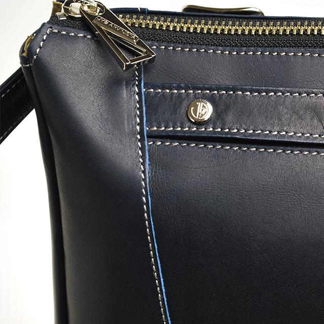 【JYO ARVINISTA/ジョーアルヴィニスタ】 ドリス 後ろ姿が決まる洗練されたデザイン。しっとりした手触りの軽くて上質なレザーリュックサック。