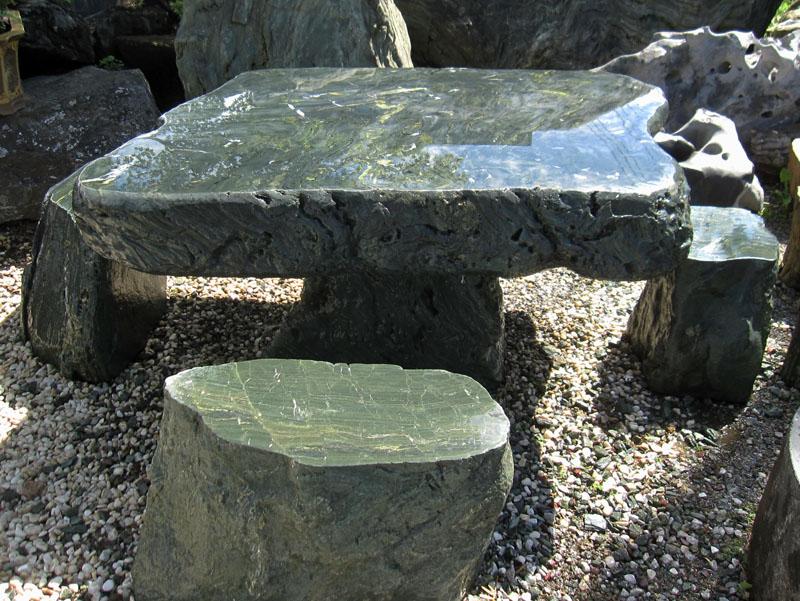 和風庭園を引き締める四国 青石 テーブル・イス4脚セット