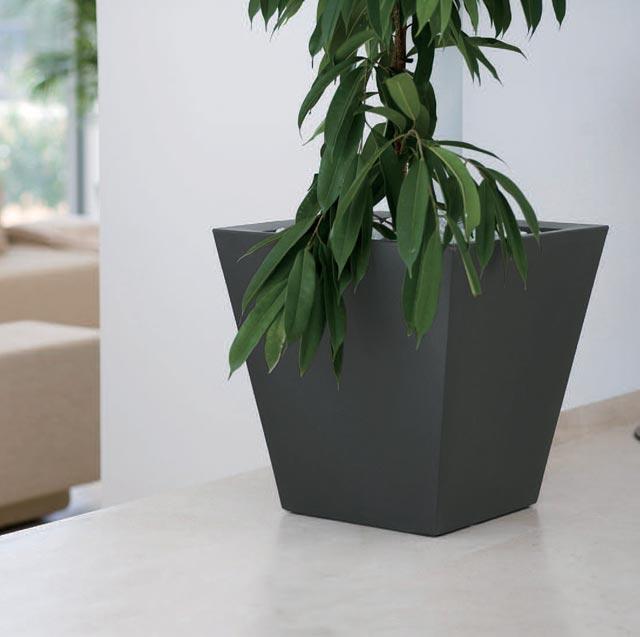 スペイン製デザイナーズプランター 角型コノ・シングル (幅80cm 高さ80cm) CONO QUADRADO VN-41180 ボンドム VONDOM Designers MADE IN SPAIN 植木鉢