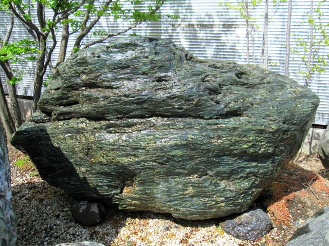 四国 青石 ni003伝統的な庭園もモダンなお庭にも馴染む庭石庭石 銘石 景石
