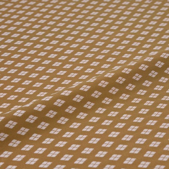茶色味がかった鈍い黄緑色の地に 倉庫 2020A/W新作送料無料 白い武田菱 四つ割り菱 がやや大きく配されています 西陣織 はぎれ 大菱 緑 錦裂 正絹 シルク化繊混紡 和風生地 シルク カットクロス 巾60cm 長さ10cm単位 和布 和柄生地 和生地 端切れ カバー