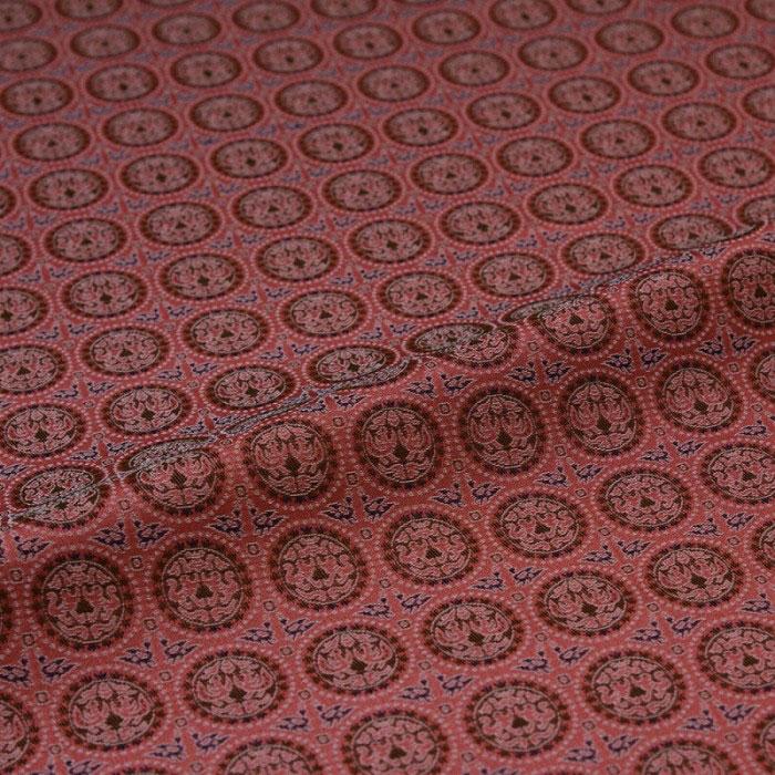円の中に向かい合う白虎と朱雀をあしらった生地です 円文白虎朱雀錦 赤 西陣織 錦裂 正絹 記念日 シルク化繊混紡 シルク 巾60cm カバー 和風生地 長さ10cm単位 和布 端切れ 和生地 カットクロス 和柄生地 はぎれ 売れ筋ランキング