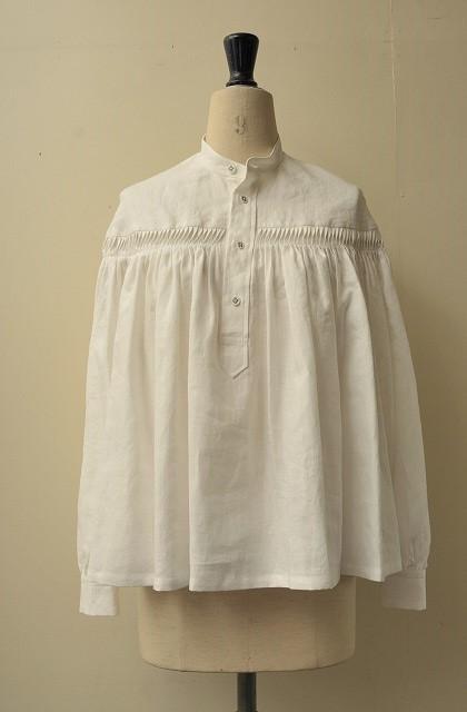 Scye リネン高密度 タックシャツ(Scye オリジナルハンガーをもれなくプレゼント) col.オフホワイト