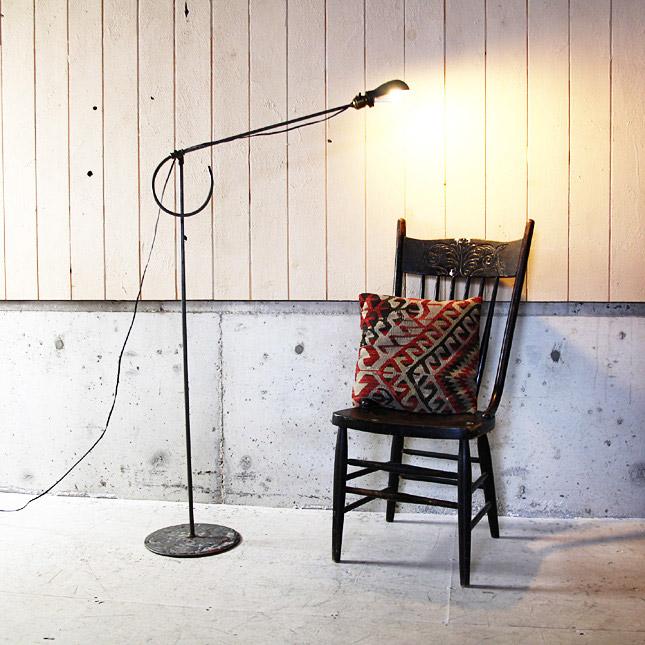 【アメリカンアンティーク】 1940's industrial stand light -古いインダストリアルランプ - 【中古】