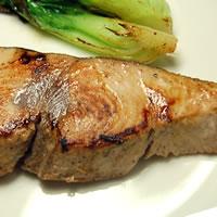 ステーキに 天然 よこわ 特価キャンペーン ヨコワ 本マグロの子 1切 冷凍 切り身 鮪 贈答品 浜坂産または日本海産