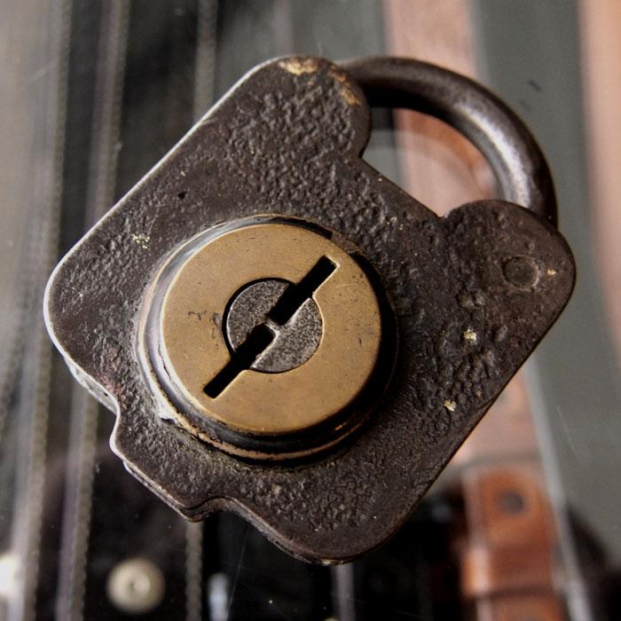 【メール便配送】 1800s VINTAGE PADLOCKビンテージ パドロック(南京錠) 送料無料