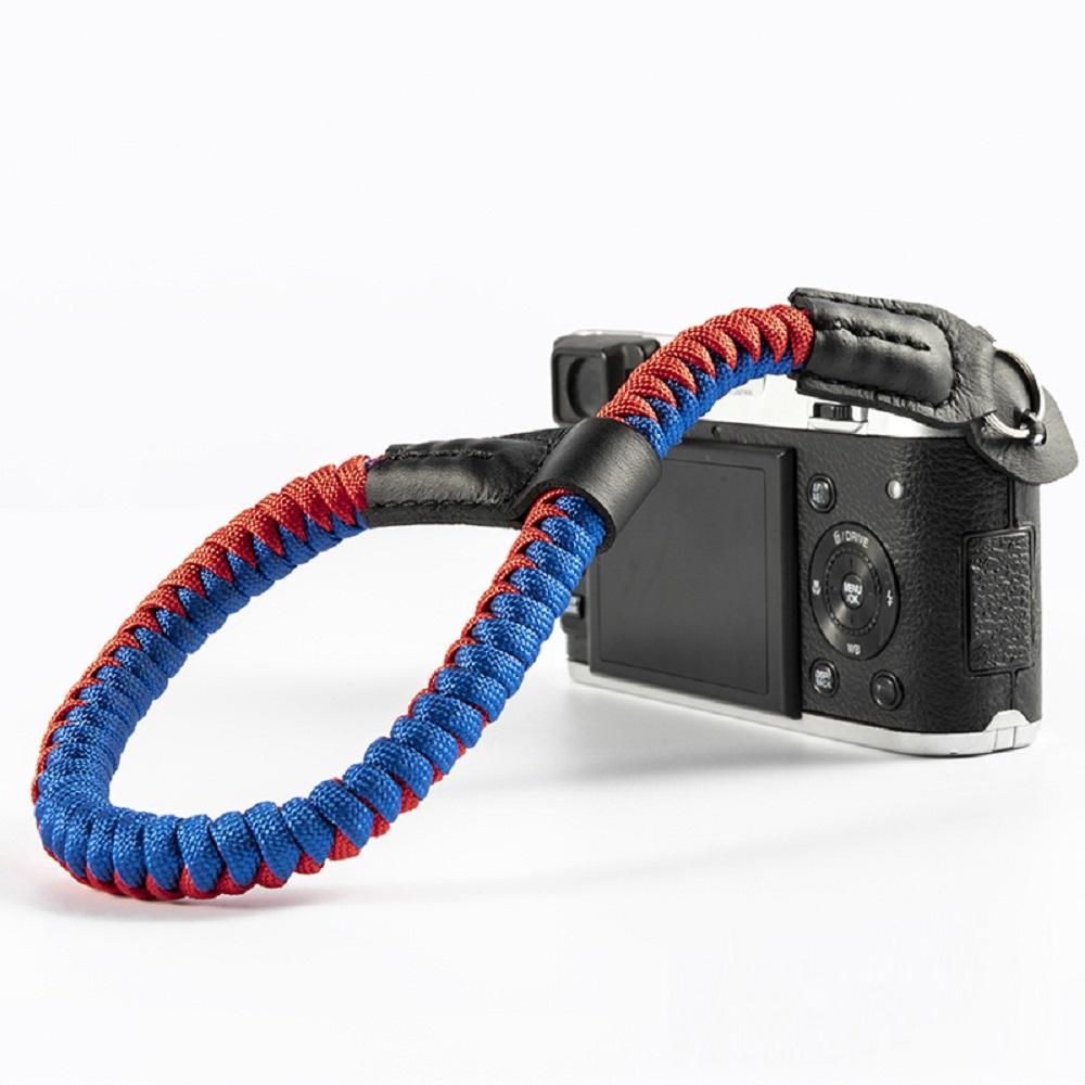 クライミングロープ製 おしゃれで丈夫なカメラ用ハンドストラップ クライミングロープ カメラ用 編込タイプ レッド×ブルーA01578 限定品 テレビで話題 ハンドストラップ 全6色