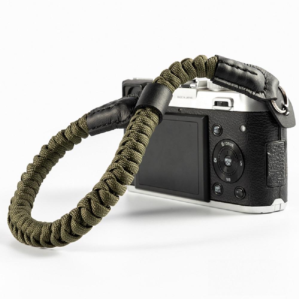 クライミングロープ製 おしゃれで丈夫なカメラ用ハンドストラップ 新作からSALEアイテム等お得な商品満載 クライミングロープ カメラ用 全6色 ハンドストラップ カーキA01576 編込タイプ 送料無料新品