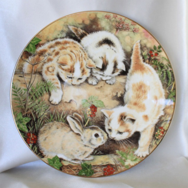 子ウサギを追う バニー チェイス 1987年 子猫の出会い キティン エンカウンター ロイヤル ウースター Royal Worcester コレクターズ プレート 絵皿 キャット キティン ドッグ ウォール プレート 飾り皿 プレゼント 【送料無料】 【中古】