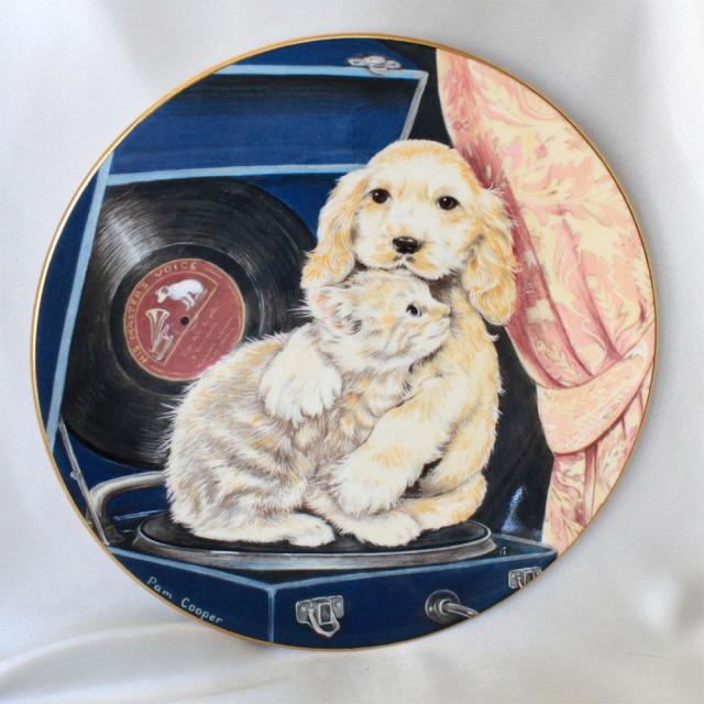 踊ろう♪ ダンシング チーク トゥ チーク1991年 ジャスト グッド フレンズ 可愛らしい子猫と子犬 レコード ロイヤル ウースター Royal Worcester コレクターズ プレート 絵皿 キャット キティン ドッグ ウォール プレート 飾り皿 プレゼント 【送料無料】 【中古】