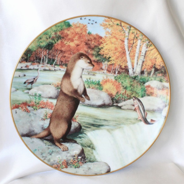 9月 滝のカワウソ 1981年 ウッドランドイヤー プレート 絵皿 アメリカ フランクリンポーセリン Franklin Porcelain Peter Banett画 かわうそ  オッター Otters at a September Waterfall 【送料無料】 プレゼント 【中古】