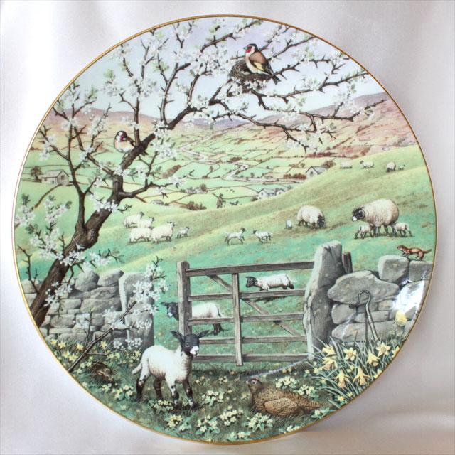 4月 イギリス 春の風景 子羊の出産は春を告げます 1988年 限定発行 アメリカ フランクリン ミント Franklin Mint Peter Banett画 ジェームズ ヘリオット シープ Sheep ヒツジ 絵皿 ウォール プレート 飾り皿 プレゼント ギフト 【中古】 【送料無料】