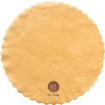 洗って何度も繰り返し使えるミツロウから作った天然ラップです。みつろう色のSサイズ(直径約13cm)。  acowrap(アコラップ) みつろうラップ・みつろう色 Sサイズ(直径約13cm)★すべて自然素材!洗って何度も使える!食材を直接包める!最後は土に還る!【代引き不可 ポスト投函】