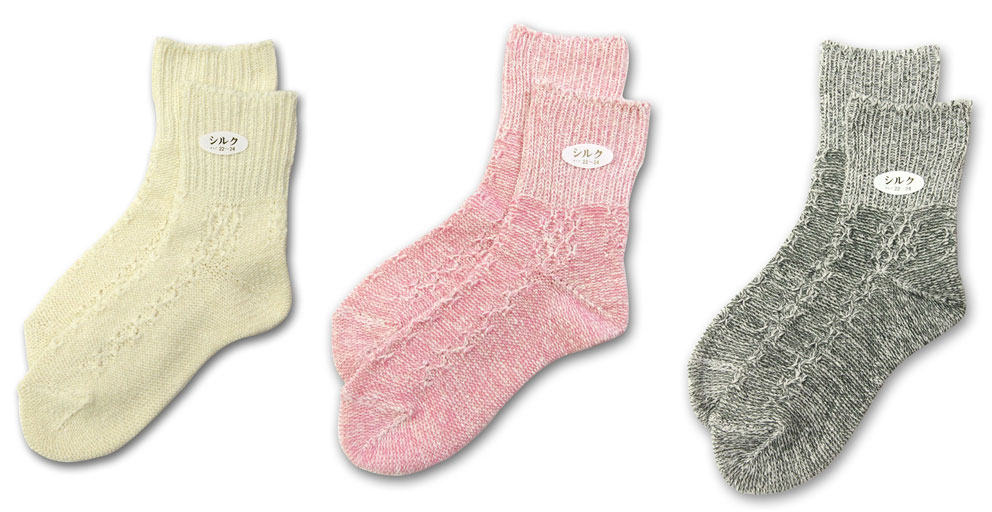Ten pairs of silk socks unbleached white colors which are kind to ten pairs of lot skin, and are warm. I knit an ankle with silk thread loosely. 22-24cm Japan which wears it, and protects legs from the thick socks cold of the combined use is made in a ro