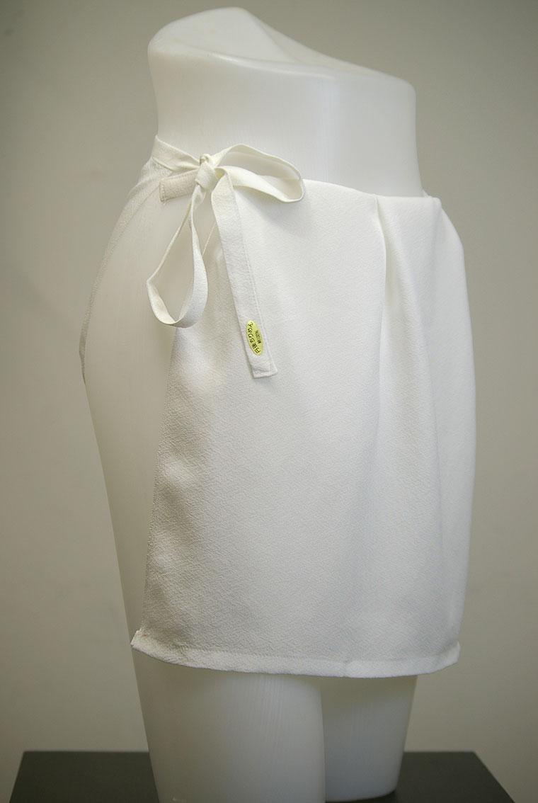 泳gitai gird Tango Chirimen silk silk white, is a product of the Department Store 6,000 yen. High quality crepe so gently touch is of excellent texture. Made in Japan Kyoto, Tango
