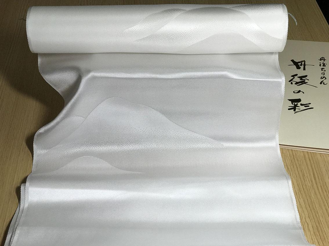 丹後ちりめん正絹白生地AB反13m50cm巻美しい光沢としなやかな山波柄/軽め最高級どんす綸子/幅は37cm/10cmあたり100円/別名:シルクサテン/五枚朱子/8000追加で無地染めします/シルク100%/襦袢地/湯通し済/草木染できます/丹後・日本製