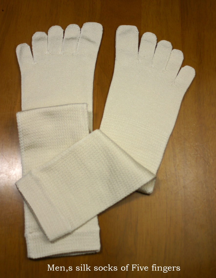 Product made in Japan which can wear a layer of the male direction that even the woman who is kind to skin, and is warm can wear relaxedly, silk five finger socks student or the socks that I knit it, and a heelless adjustable size is thin