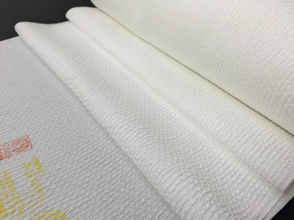 Tango crepe white cloth はぎれ. The cloth method: 130cm *35cm width. Good quality domestic product made of fawn pattern rather heavy crepe wrinkle cloth / white cloth (pure silk fabrics) that I sulk, and texture / kept strong Tango