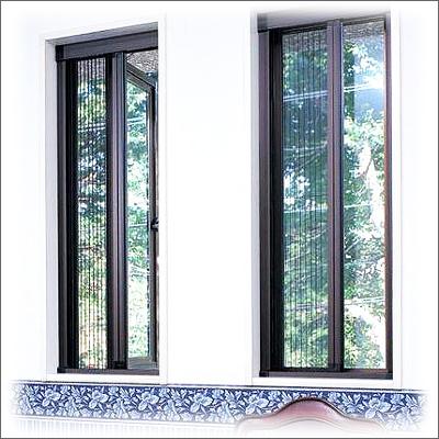 【大人気節電対策】  【送料無料・ジャストサイズでお届け】玄関・窓共用 あと付け網戸「アルマーデIII(3)」サイズI(両引き分けタイプ)