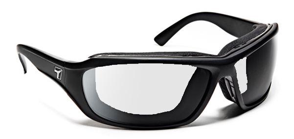 【7eye】サングラス SPF100シリーズ DERBYグロッシーブラック 調光ダークシフト