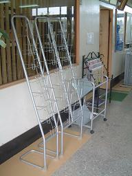 林製作所 パンフレットスタンド YS-66 シルバーメタ 【厨房館】