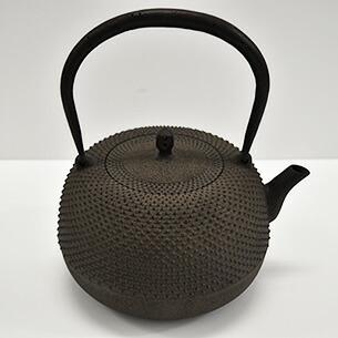鉄瓶 平形霰鉄分/やかん/湯沸/茶道