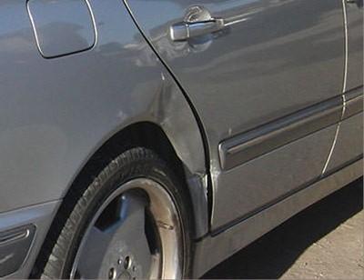 輸入車修理【大破】メルセデス 240E修理内容:右リヤドア・右リヤフェンダー・右リヤ足回り 事故修理修理工賃ポイント10倍