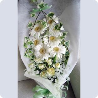 贈り物にもとても喜ばれる 引出物 優先配送 ホワイトガーベラのシンプル花束