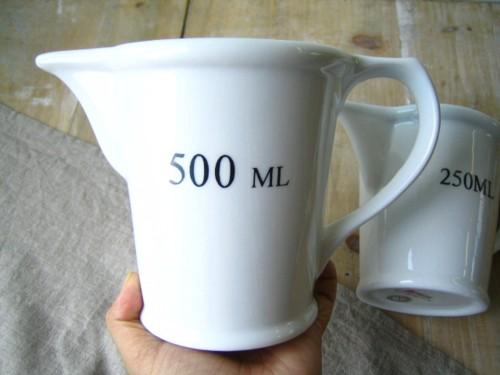 そのままでも絵になる 陶器製計量カップ 計量スプーン キッチン雑貨 キッチンツール 調理器具 シンプル メジャージャグ 500ml DULTON ダルトン あす楽対応 (人気激安) 計量 おしゃれ 雑貨 メジャーリングジャグ キッチン セラミック CH05-K212 ホワイト 販売 計量カップ