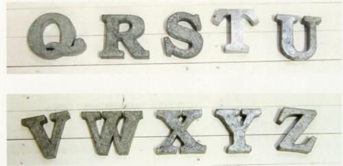 ブリキ アルファベット オブジェとして切り文字 看板文字 ローマ字 日本未発売 名 P.C.M Q~Z オブジェ 選択 イニシャル おしゃれ 名前 置き物 アンティーク風 飾り付け 切り文字 玄関 装飾文字 アルファベット大文字