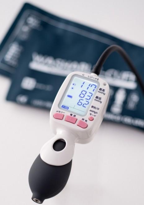 ワンハンド電子血圧計 KM-370 レジーナ2 0370B052 ウォッシャブルカフ Mサイズ 1台 ケンツメディコ【条件付返品可】