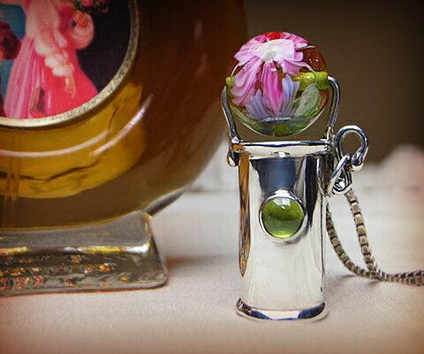 【2019春夏新作】 K & D カレイドスコープ ペンダント ペンダント ペリドットベネチアングラス ユニセックスペンダント 万華鏡 中央の宝石は5mm×5mmの存在感のあるペリドット K 万華鏡。彫りの装飾はなくシンプルなフォルム。緑のベネチアンガラスにはいくつものお花が描かれています。, ふれあいGift:8d48d454 --- bibliahebraica.com.br