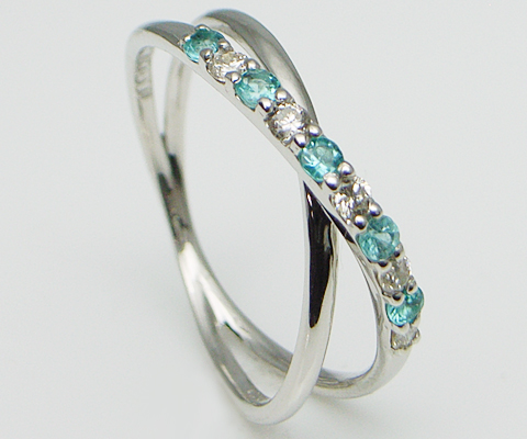 pt900 ダイヤ & パライバトルマリン プラチナ リング - 細身の クロス デザインへ パライバ と ダイヤモンド を交互にセット。素材、デザインへこだわり抜いた ハイエンド プラチナリング 。