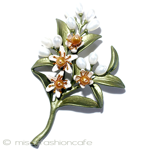 真珠の花 ブローチ ブーケパール  フラワー ボタニカルジュエリーギフト プレゼント お呼ばれ フラワーモチーフ 植物モチーフ お祝い セレモニー コサージュ アクセサリー