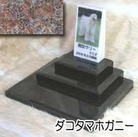 白大理石に写真を入れて国内製作します。 ペットのお墓(室内用)白大理石&ダコタマホガニー トール トリプルタイプオーダーメッセージ・オーダーレイアウト製作写真配置・贈る言葉までご自由に指定下さい。
