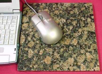 天然石マウスパッド メーカー再生品 使いこむ程味が出る フィンランド産 バルチックブラウン 正方形 蔵