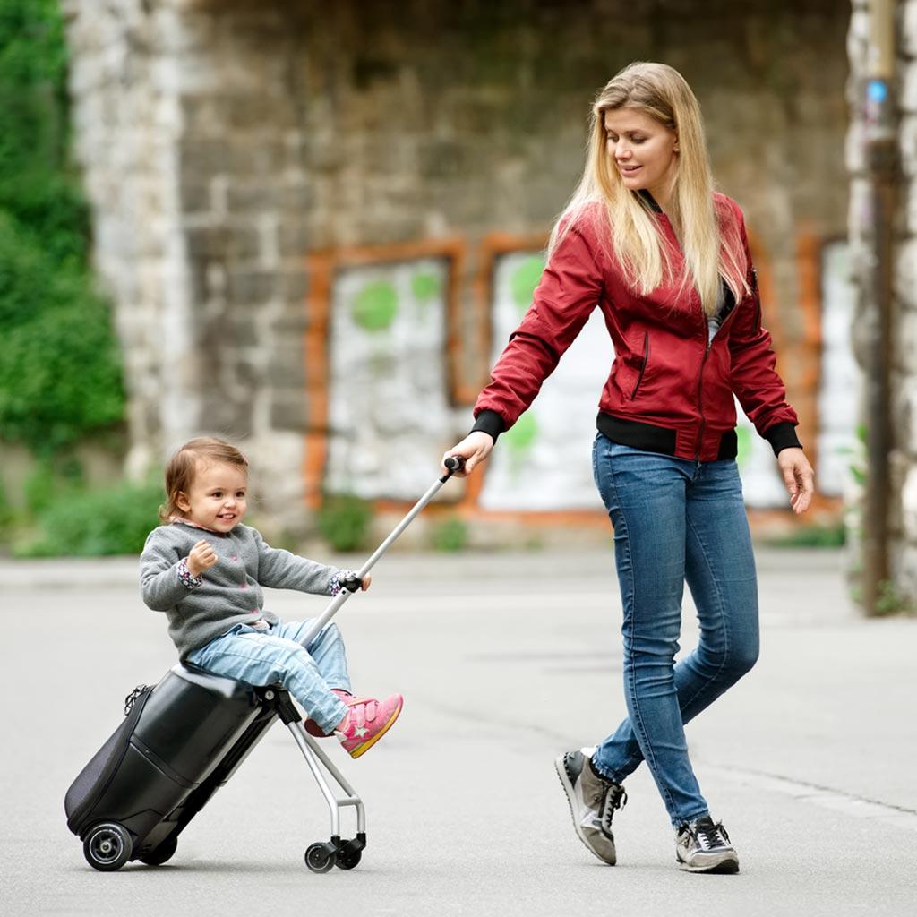 レイジー・ラゲッジ(Lazy Luggage)【スーツケース】幼少期のお子様を乗せて移動できる画期的なミニ・スーツケース|スタイリッシュなスイスデザイン|【送料無料】【正規輸入品】【2年保証】世界で数々の賞を受賞