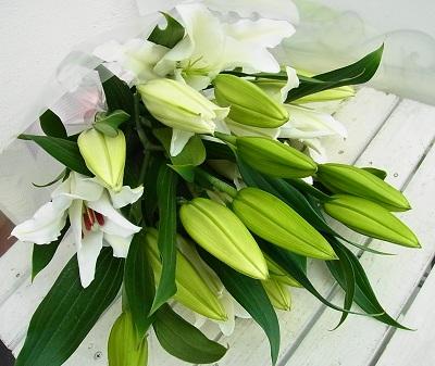 送料無料 長く楽しめる 大輪百合の花束 値下げ 15輪以上 本数3~6本 百合の花束 ユリ ゆりの花束 お供え 母の日 父の日 お祝 誕生日 花 敬老の日 お供え花束 爆安プライス