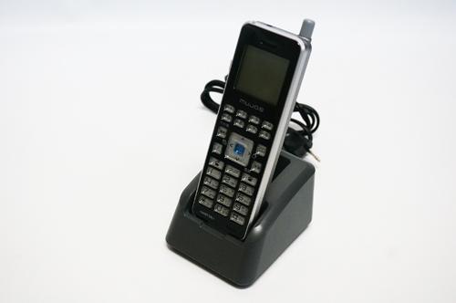 【中古】岩崎通信機 IWATSU REVANCIO MUJO6 マルチゾーンデジタルコードレス電話機 ビジネスホン、広いエリアを通話しながら移動可能 本体+充電器+デンチパック DC-PS10(K)