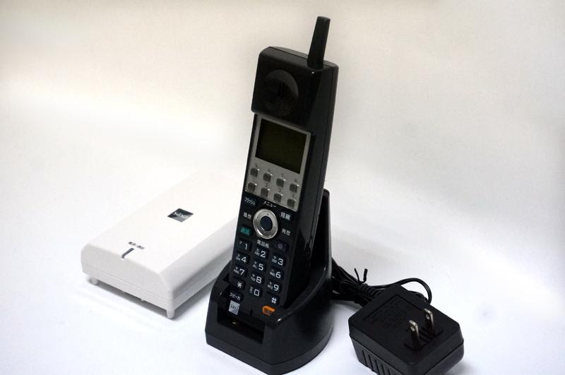 【中古】SAXA/サクサ PLATIA(PT1000) AGREA(HM700) Regalis(UT700) Actys(XT300) シングルゾーンDECTコードレス電話機 黒 ビジネスホン アンテナ・コードレス・充電器のセット商品 WS800(K)
