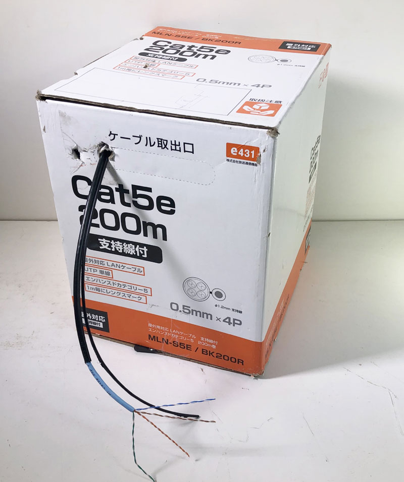 【新品】屋外用LANケーブルUTP Cat5e 200m巻リール内蔵箱 支持線付き