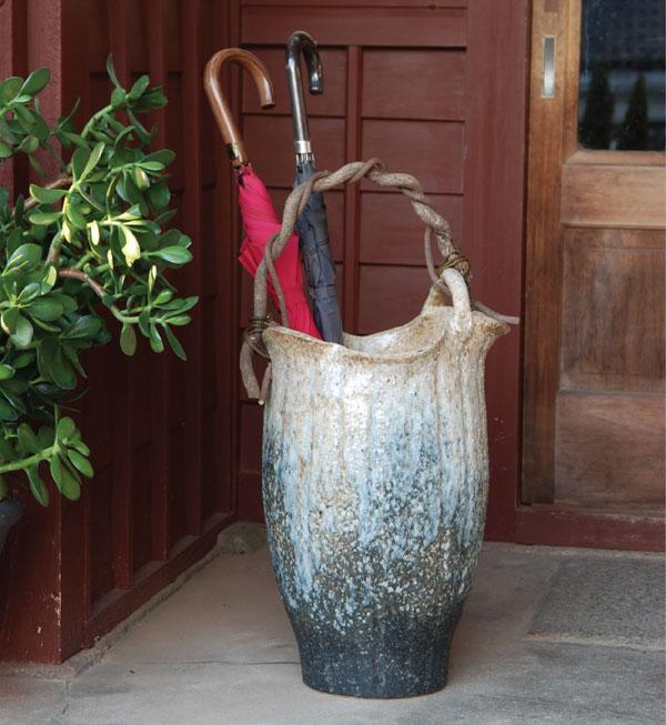 信楽焼 傘立て 白窯変つる付傘立 信楽焼き 滋賀県 日本の代表的な伝統工芸品「信楽焼」【QSM-160】【2D】