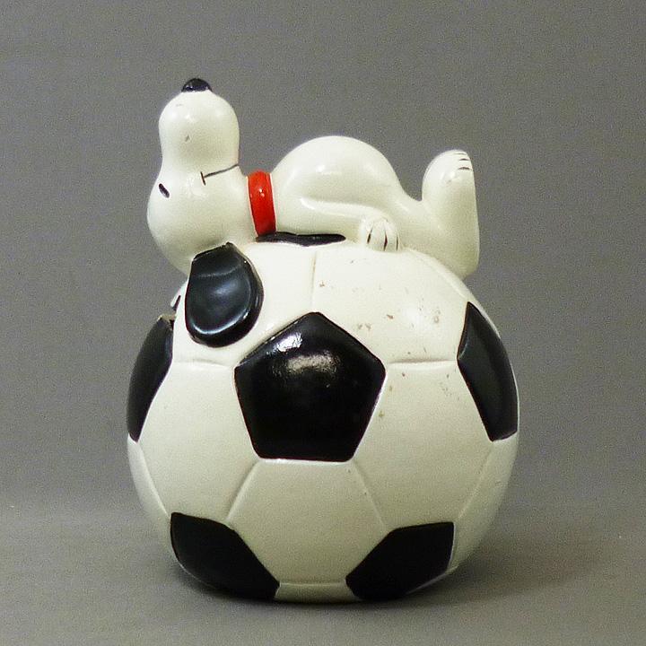 ◎【ヴィンテージ PEANUTS】 スヌーピー 貯金箱【サッカーボール】 1970's Deternined社製・バンク